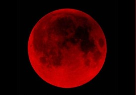 luna-roja-en-ecuador-este-15-de-abril-de-2014