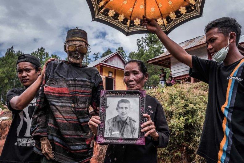 fotos-del-pueblo-que-desentierra-cadaveres-guardian-5-high