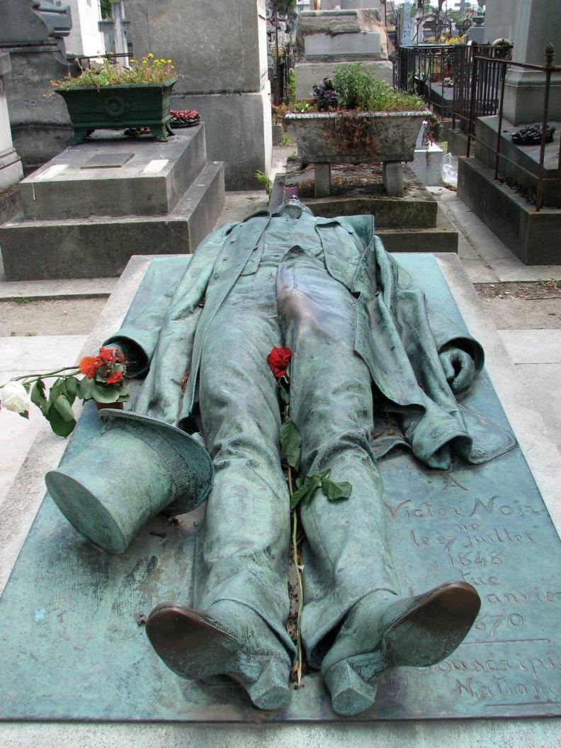 VíctorNoir_6_PéreLachaise_cementerio_tumba_JulesDalou_DitaVonTesse_erotismo_superstición_París