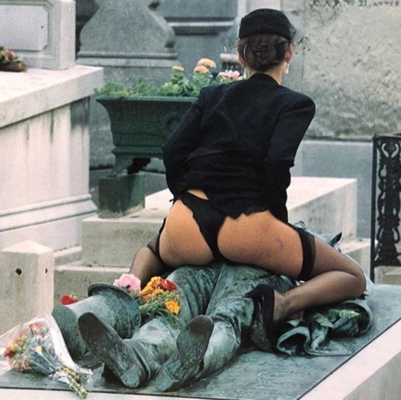 VíctorNoir_7_PéreLachaise_cementerio_tumba_JulesDalou_DitaVonTesse_erotismo_superstición_París